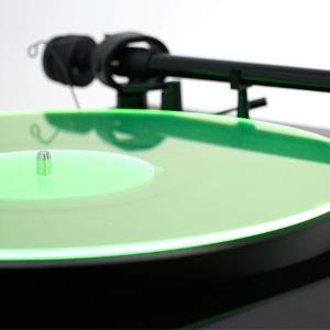 film música gruesa sonido sistema estéreo altavoces colores audiófilo cuero antiestático etiquetas