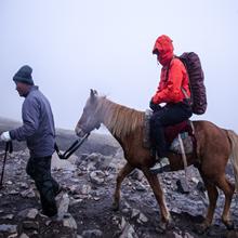 A Abollria Women Rain Jacket Waterproof with Hood Lightweight Active Outdoor Windbreaker Raincoats