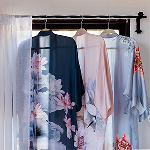 KIM+ONO Women's Silk Kimono Robe Lotus Nightshadow Kuren Dusty Pink Botan Sea