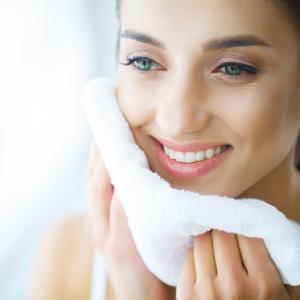 nutre la piel, gel de lavado facial de piritiona de zinc al 2%, sin sulfatos, apto para veganos, fabricado en Reino Unido