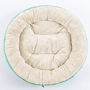 Ideal for pets to curl up or sprawl, the raised rim around provide warmth with a sense of security.