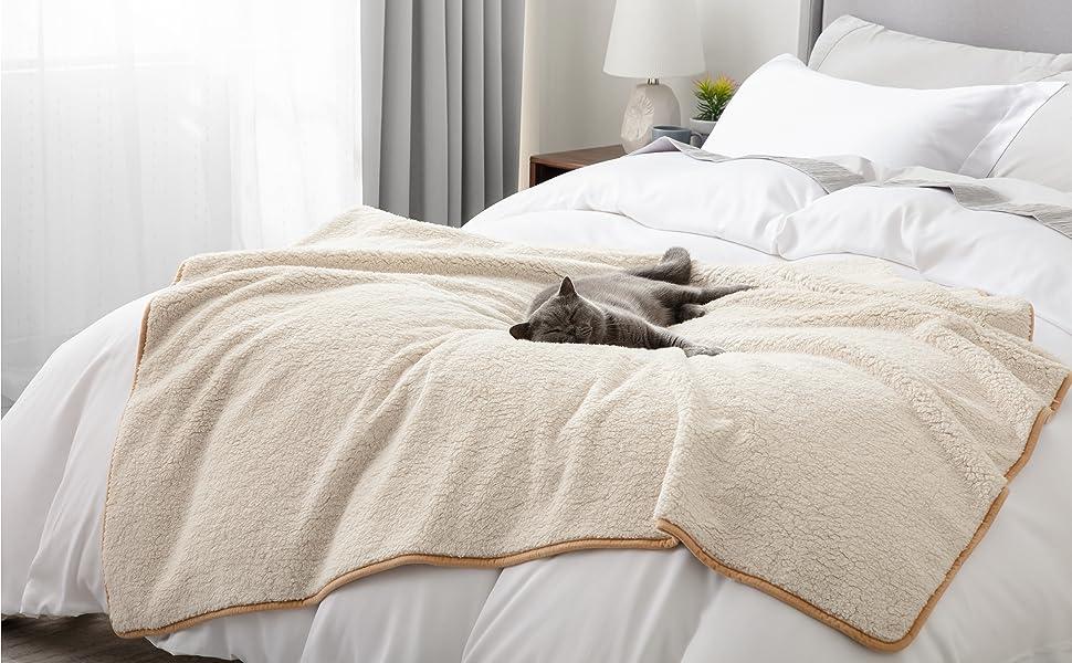 Bedsure   large cat waterproof blanket