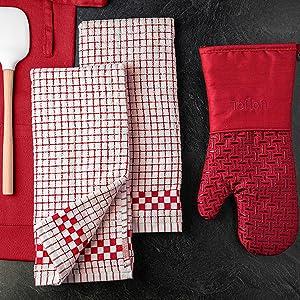 Coordinating Xlnt kitchen accessories.