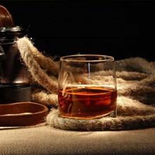 La Jolíe Muse Vela aromatica - Vela perfumada de Ron Oscuro y Roble, Vela aromatica Grande, Vela Decorativa, Regalos para casa, 100 Horas, 13Oz/369g