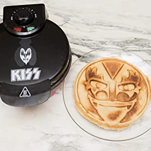 Kiss Waffle Maker