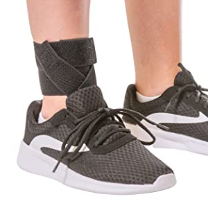 the slim material on the elastic ankle brace allows it to be worn inside of shoes