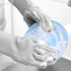 Washing kitchen utensils
