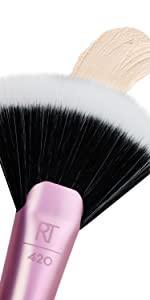Spotlight Fan Makeup Brush