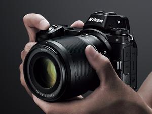Nikon Z6 しっかりと握れるグリップを備えた、小型・軽量ボディー
