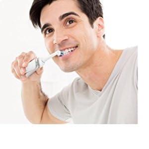 Los filamentos inclinados ofrecen una limpieza precisa. El cabezal de cepillo de dientes ...