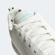 Estas zapatillas para niños lucen un diseño estilizado para los pequeños pies activos.