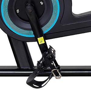 足の踏み外しを防ぐペダルバンド付き。ベルト長さの調節も可能。