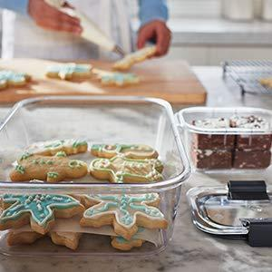 Entertain, bring treats to parties, and serve in crystal-clear containers.
