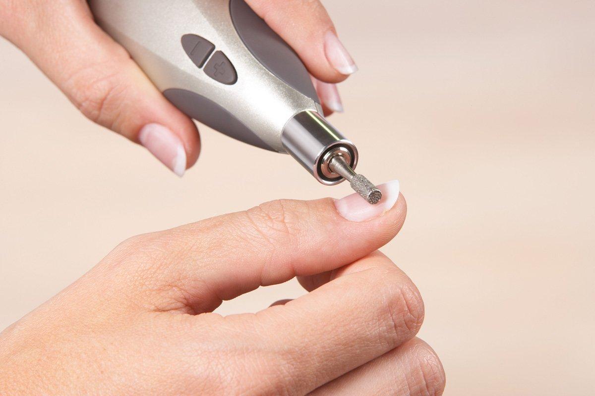 Se si deve dipingere unghie allatto di trattamento