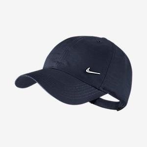 a106d4d148e The Nike Metal Swoosh Kids  Adjustable Hat features a customisable clip  closure at the back for a personalised fit.