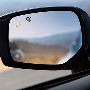 22e6c376d914 Blind-Spot Detection and Rear Cross-Traffic Alert (5)