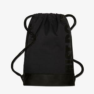 El saco de gimnasia de entrenamiento Nike Brasilia cuenta con un diseño minimalista y ligero para que puedas llevar tu equipación y básicos de entrenamiento ...
