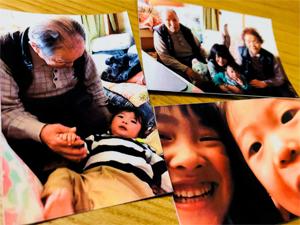iNSPiCは家族や親せきで集まったときにも大活躍。その場でみんなに写真を配ることができます。