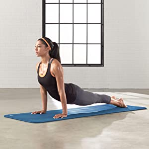 Amazon.com: AmazonBasics Estera para yoga y ejercicio de 1/2 ...
