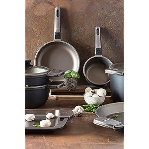 BRA - Paellera con Asas de Silicona Aluminio Fundido con Antiadherente Teflon Select,aptas para Todo Tipo de cocinas incluida inducción, Terra 36 cm