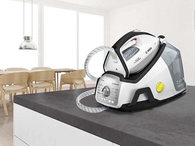 Bosch TDS8030ES Serie 8 VarioComfort Centro de planchado, 2.400 W, 6.8 bares de presión, color blanco y gris