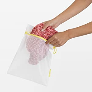 washing bags; mesh bags for washing machines; bags for laundry; delicate items bags; washing