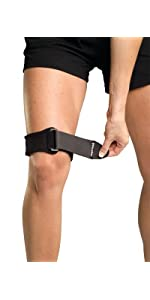 2f9a33f9d6 Amazon.com: Mueller Jumper 's Knee Strap, Blue, One Size: Health ...