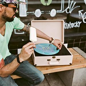 crosley vintage suitcase record player