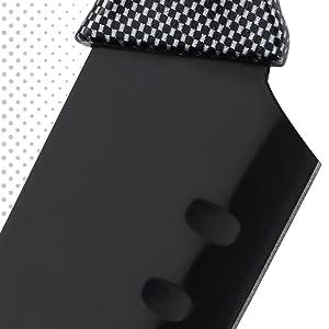 Filo con revestimiento antiadherente negro. Cuchillos chef y santoku están alveolados para facilitar el corte y la antiadherencia.