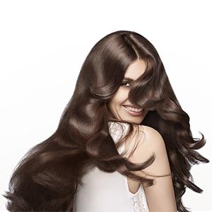 La formula nutriente protegge e rafforza i capelli dall'interno e li rende resistenti