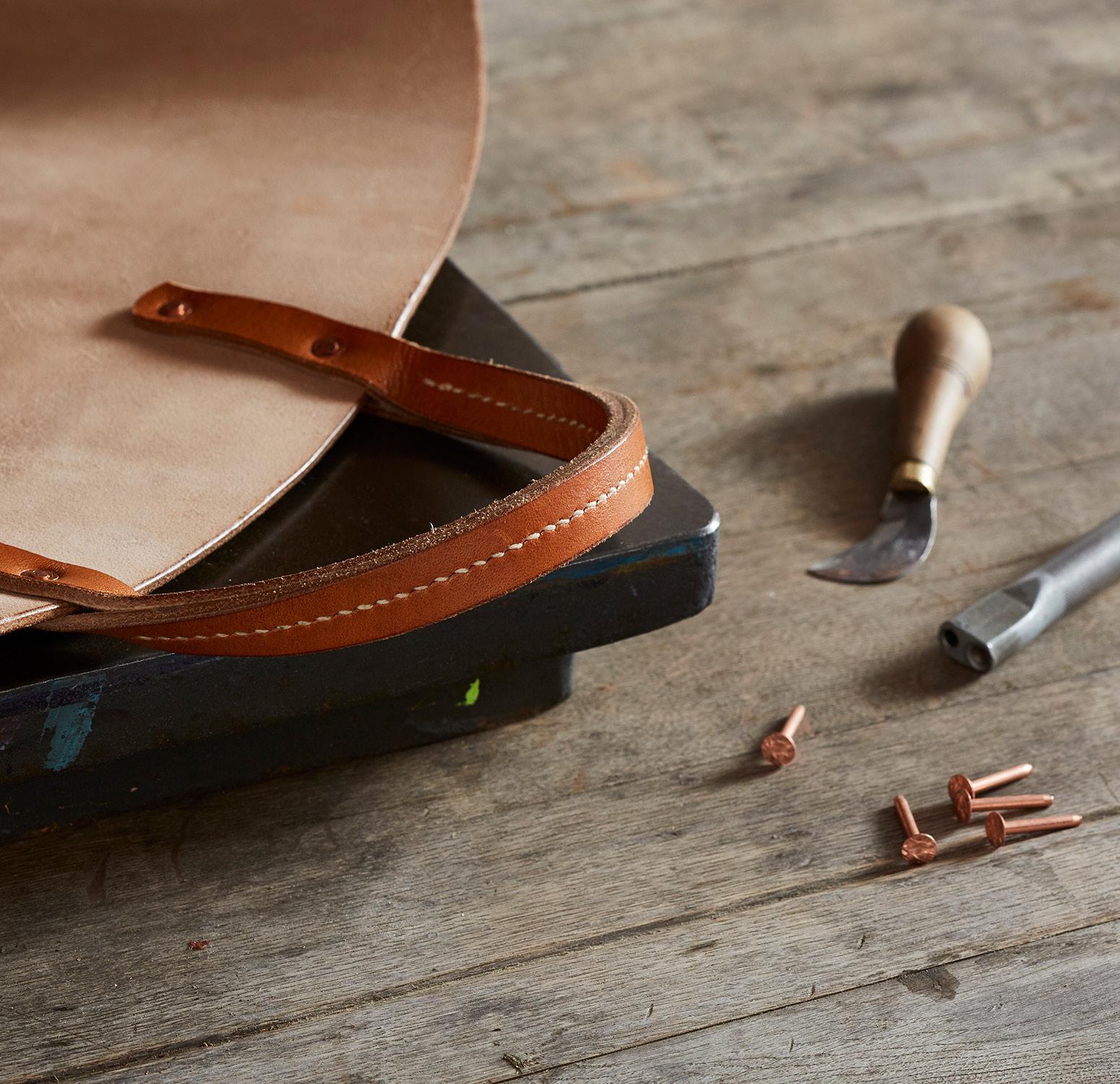 7e9d5fdf147c9 LeatherWorks: Traditional Craft for Modern Living: Otis Ingrams ...