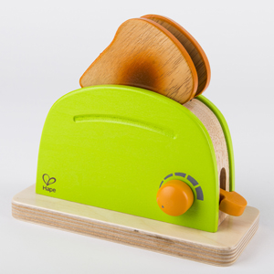 Easy wooden lever allows toast to pop up
