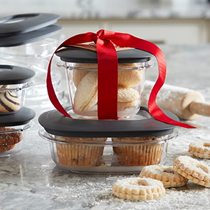 Entertain, bring treats to parties, and serve in these crystal-clear containers.