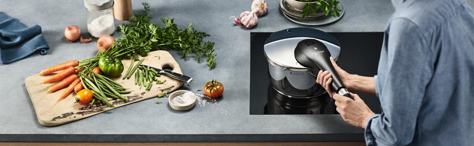 WMF Perfect Premium - Olla ultra rápida/a presión de acero inoxidable de 22 cm y 6,5 litros, apta para inducción, fabricado en Alemania