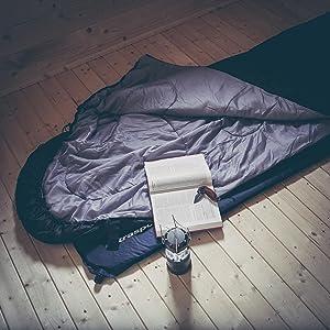 Saco de dormir práctico y ligero, fácil de llevar.