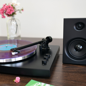 Component turntable with bluetooth receiver and included speakers