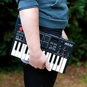 Mini teclado completamente independiente y controlador USB con altavoz integrado