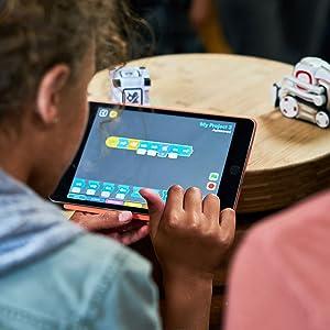 Cozmo, Coding, Kid, Play, Fun, Robot, STEM, Anki, Kozmo, Cozmo Robot, ozobot, sphero, Vector, Mebo