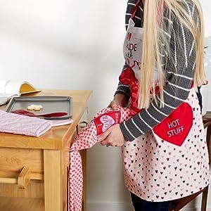 hearts kitchen towel,hearts kitchen decor,kitchen towel set,little valentines day gift,holiday decor