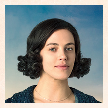 Elizabeth McKenna (Jessica Brown Findlay)