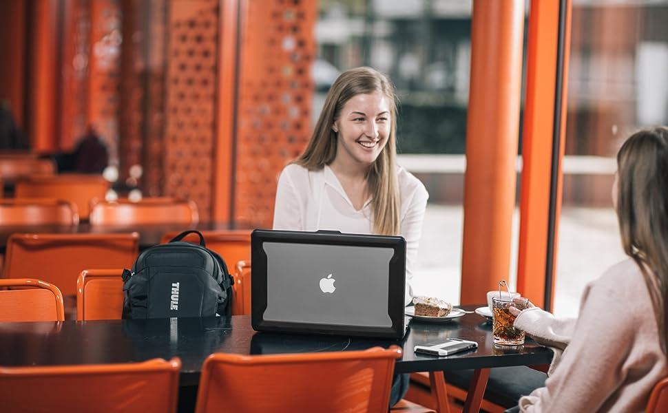 thule laptop case, laptop protection, apple laptop protection, macbook case, macbook protection