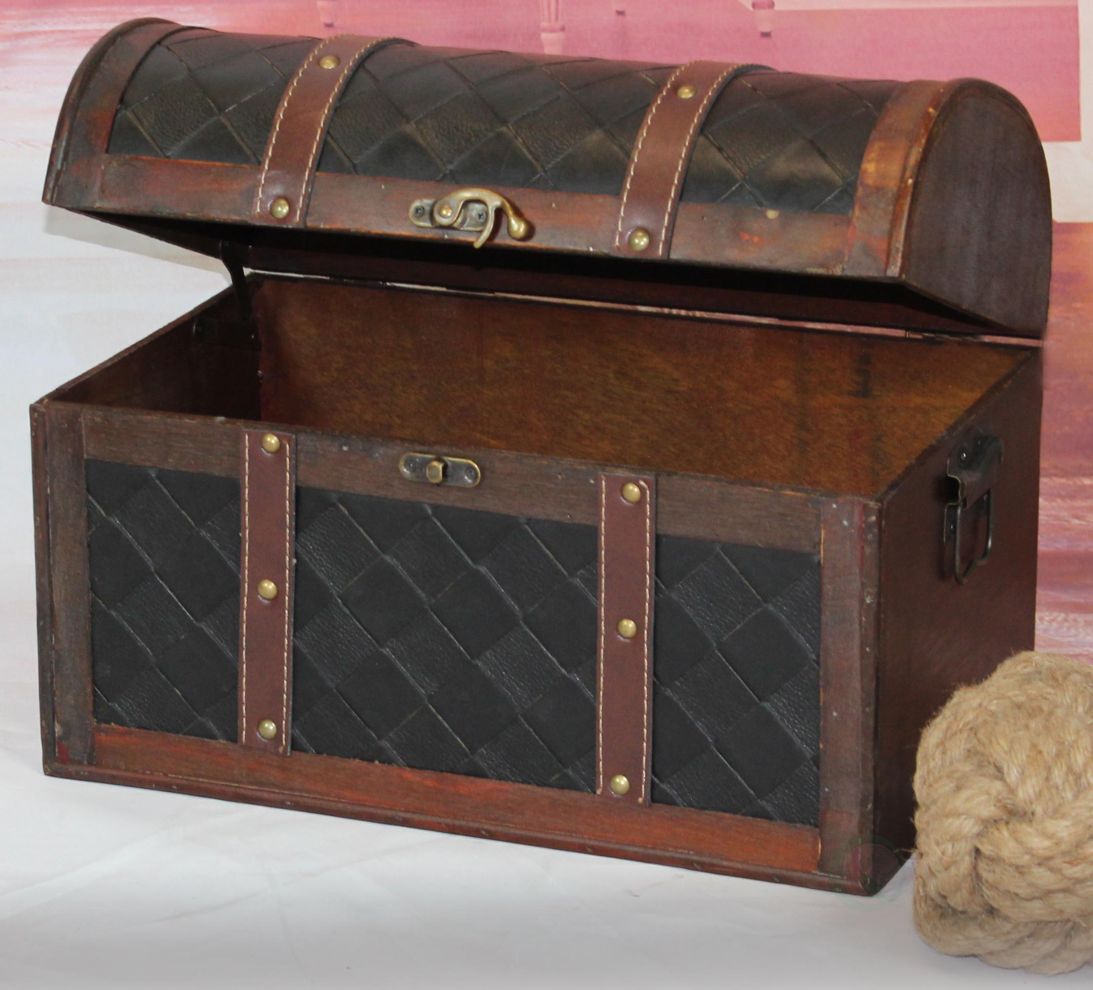 amazon com vintiquewise tm wooden leather treasure chest
