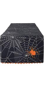 runner, spider webs, diner party