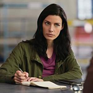 Jessica Paré as Mandy Ellis