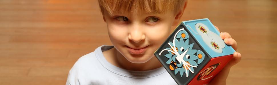 Une boîte à histoires magique conçue à hauteur d'enfant