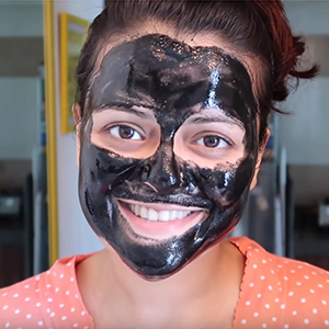WOW Skin Science Activated Charcoal Peel Off step1