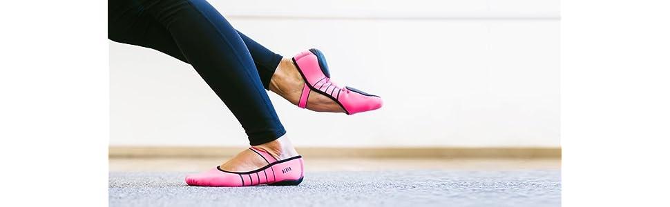 Bloch Womens Contour Rubber Front-Sole Pilates/Yoga/Barre Studio Athletic Shoe
