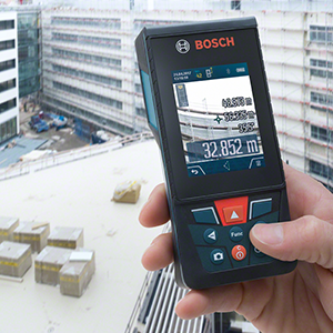 Bosch Professional GLM 120 C - Medidor láser de distancias (batería de litio integrada, alcance 120 m, inclinómetro, conexión Bluetooth™, con funda)