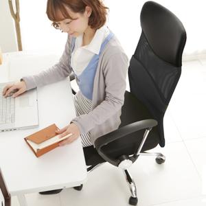 メッシュ素材のオフィスチェア