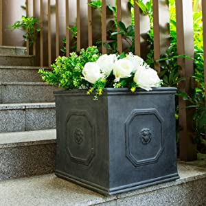 Modern pieces of decor for your garden